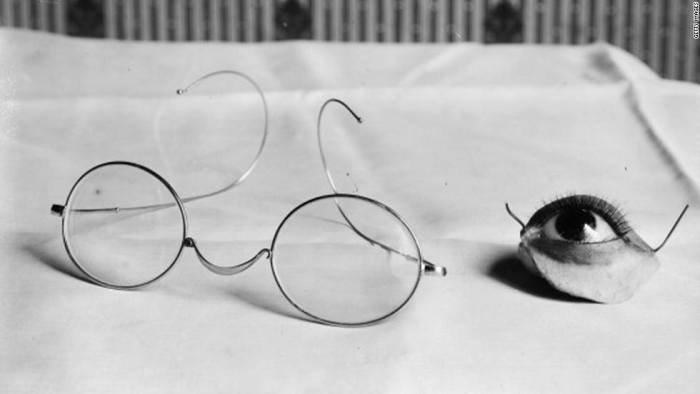 Prosthesis for eye and eyelid to attach to glasses, France, 1916